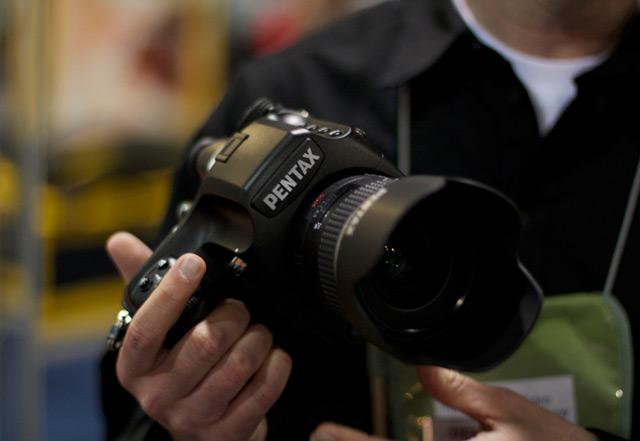 Pentax 645D - 40-мегапиксельная зеркальная фотокамера (3 фото + видео)