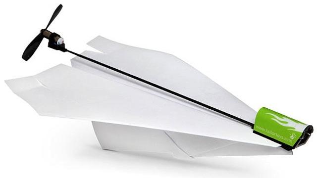 Обычный бумажный самолетик был