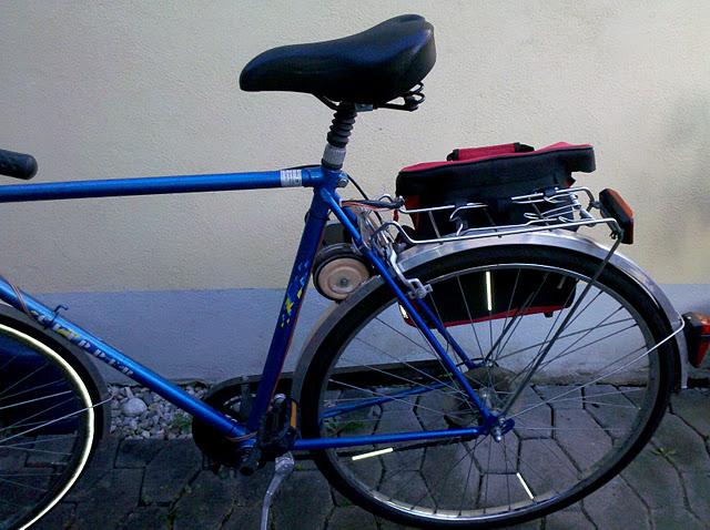 Для создания собственного электрического велосипеда, автор использовал мотор от стиральной машины.