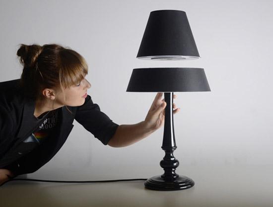 Летающая настольная лампа видео