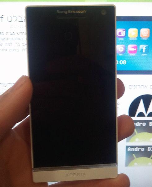 В интернете появились фотографии новинки, названной Sony Ericsson Xperia