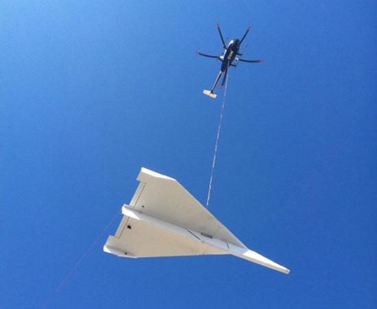 Гигантский бумажный самолёт в