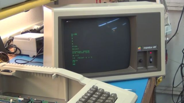 Обзор компьютера Apple II Plus (2 видео)