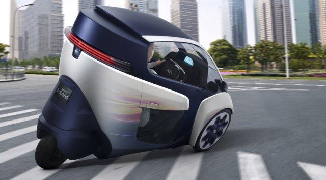 Он сделан по схеме трицикла с двумя передними колесами.  Радиус разворота достигает всего 2,9 м, а запас.