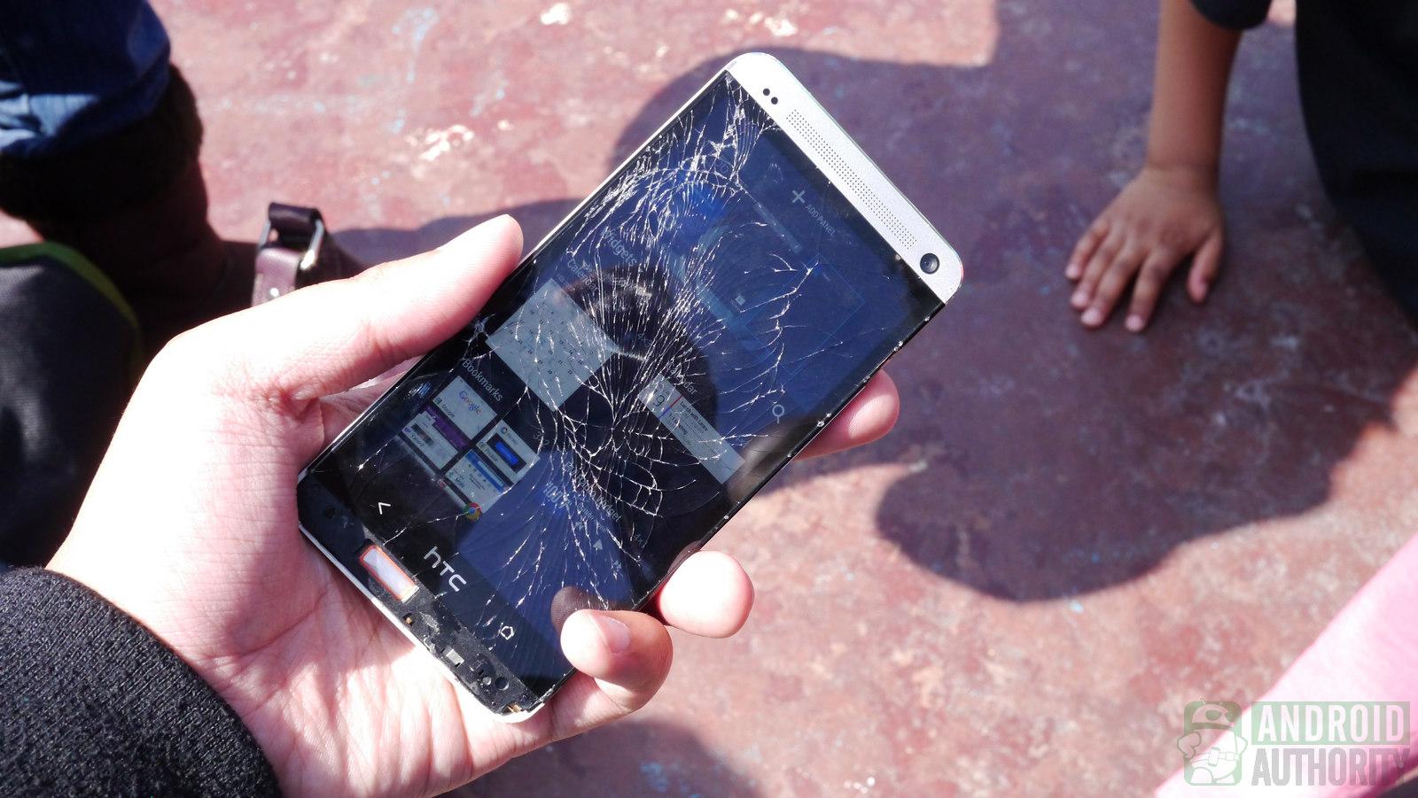 рассказывает, как можно вынуть фото из разбитого телефона это когда