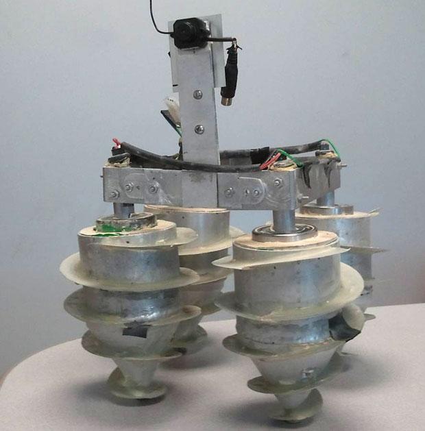 Пеcчаный робот-разведчик (видео)