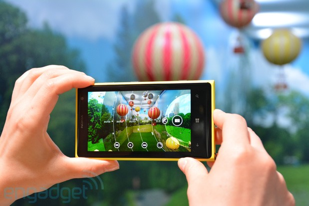 Видео обзор функций камеры nokia lumia 1020