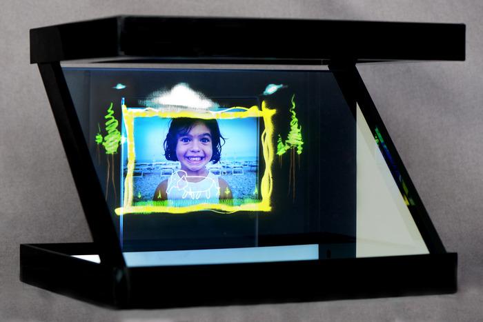 фото, картинки для голографической проекции на телефоне появился узнаваемый стиль