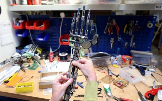 Фотографии с робототехнического завода