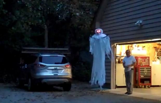 Привидение с моторчиком на Хэллоуин