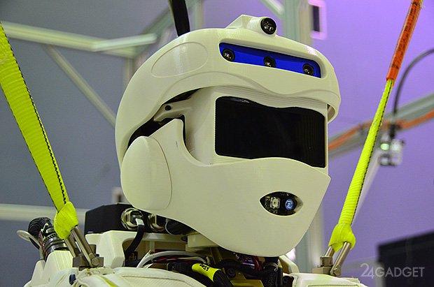 1386750362_val_head-1386669181699 В США представлен первый человекоподобный боевой робот