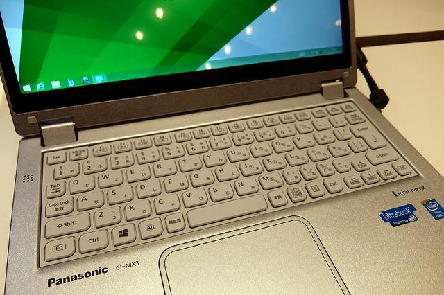 Гибридный ноутбук с DVD-приводом (10 фото)