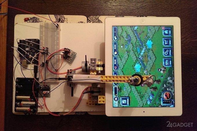 Робот из LEGO, играющий на iPad (5 фото + видео)