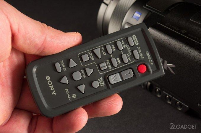 SONY FDR-AX100 - ретро внешность и современная начинка 1402462953_24gadget-sony-fdr-ax100-remote1-1500x1000