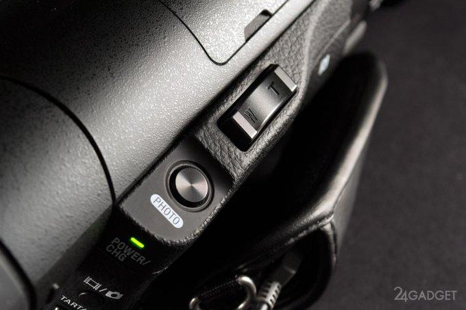 SONY FDR-AX100 - ретро внешность и современная начинка 1402462976_24gadget-sony-fdr-ax100-zoomrocker-1500x1000