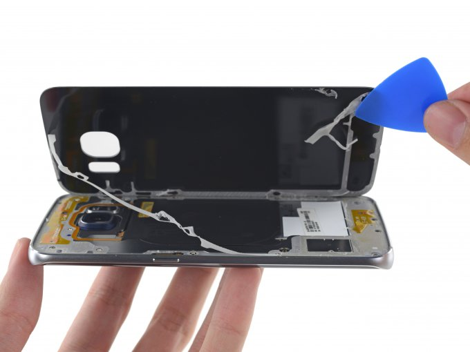 В iFixit разобрали Samsung Galaxy S6 Edge (17 фото)