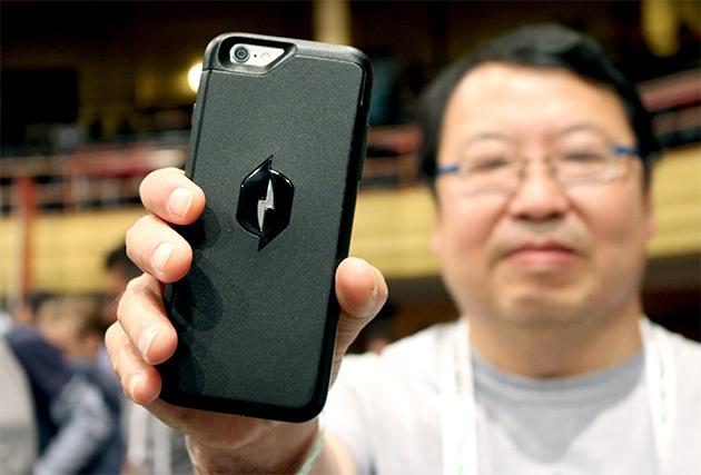 Умный чехол заряжает iPhone собранной энергией от радиочастот (4 фото)