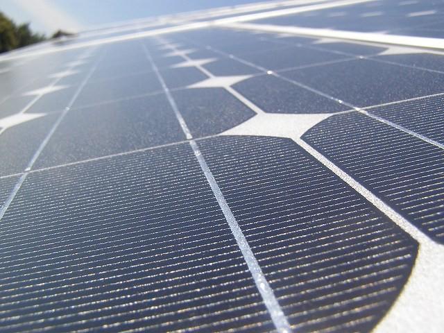 Самая большая в мире плавучая солнечная электростанция (3 фото)