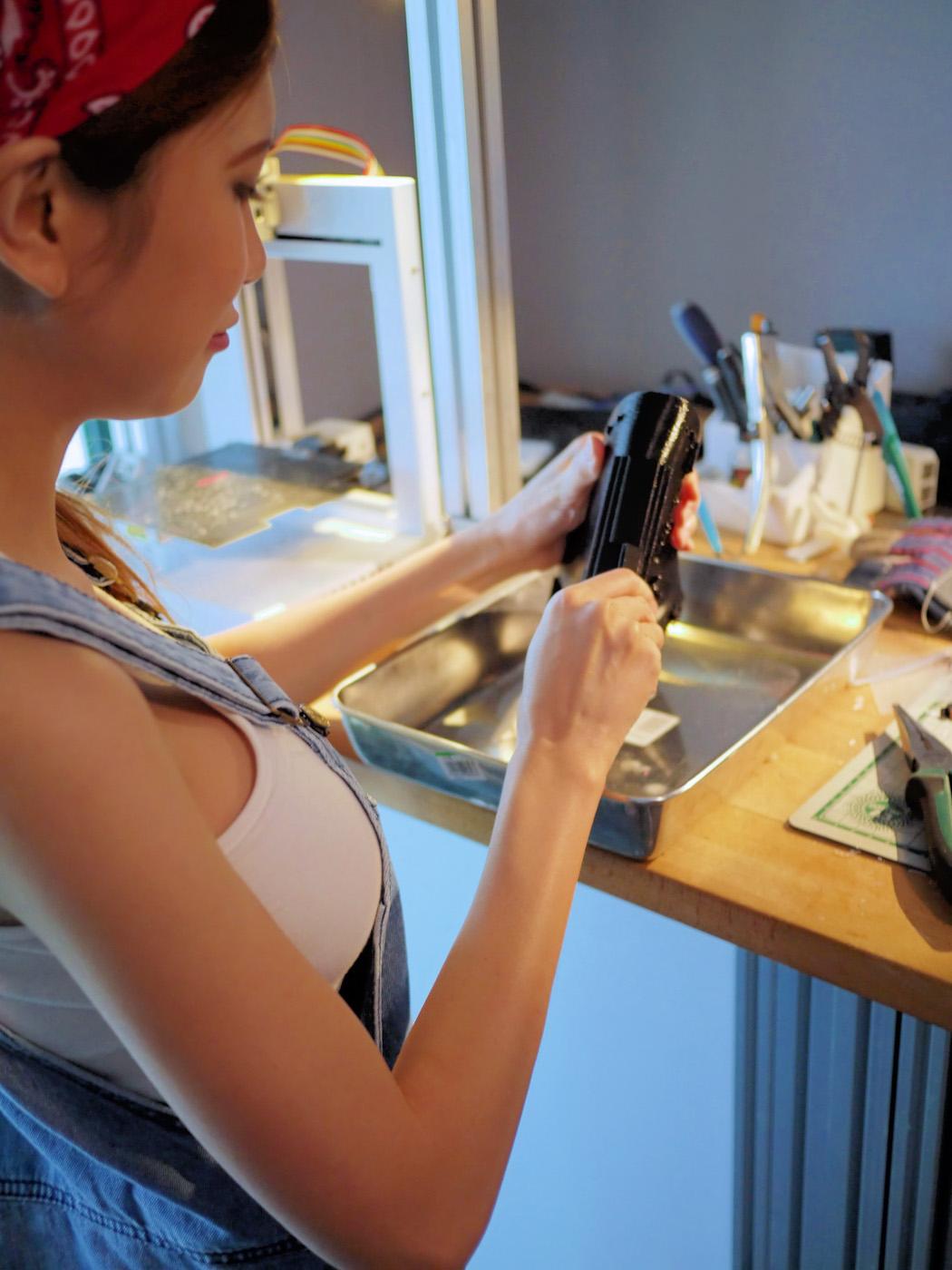 изобретательница мини юбки с подсветкой фото изучаем нож