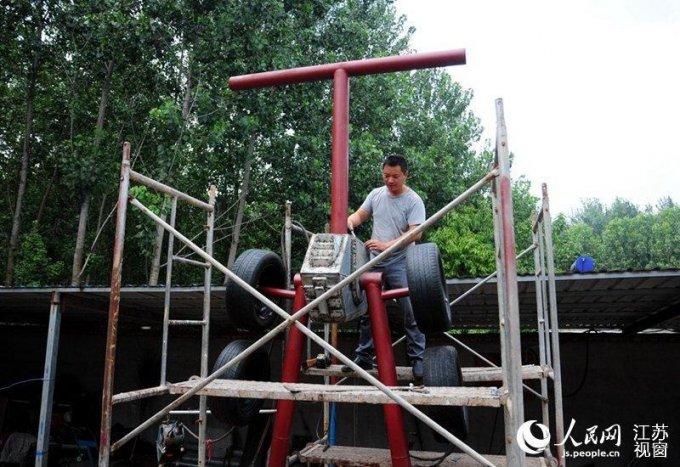 Китайський умілець зібрав трансформера зі старих автозапчастин (10 фото)