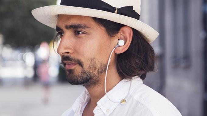 Bluetooth-наушники PUGZ способны заряжаться от смартфона (6 фото + видео)