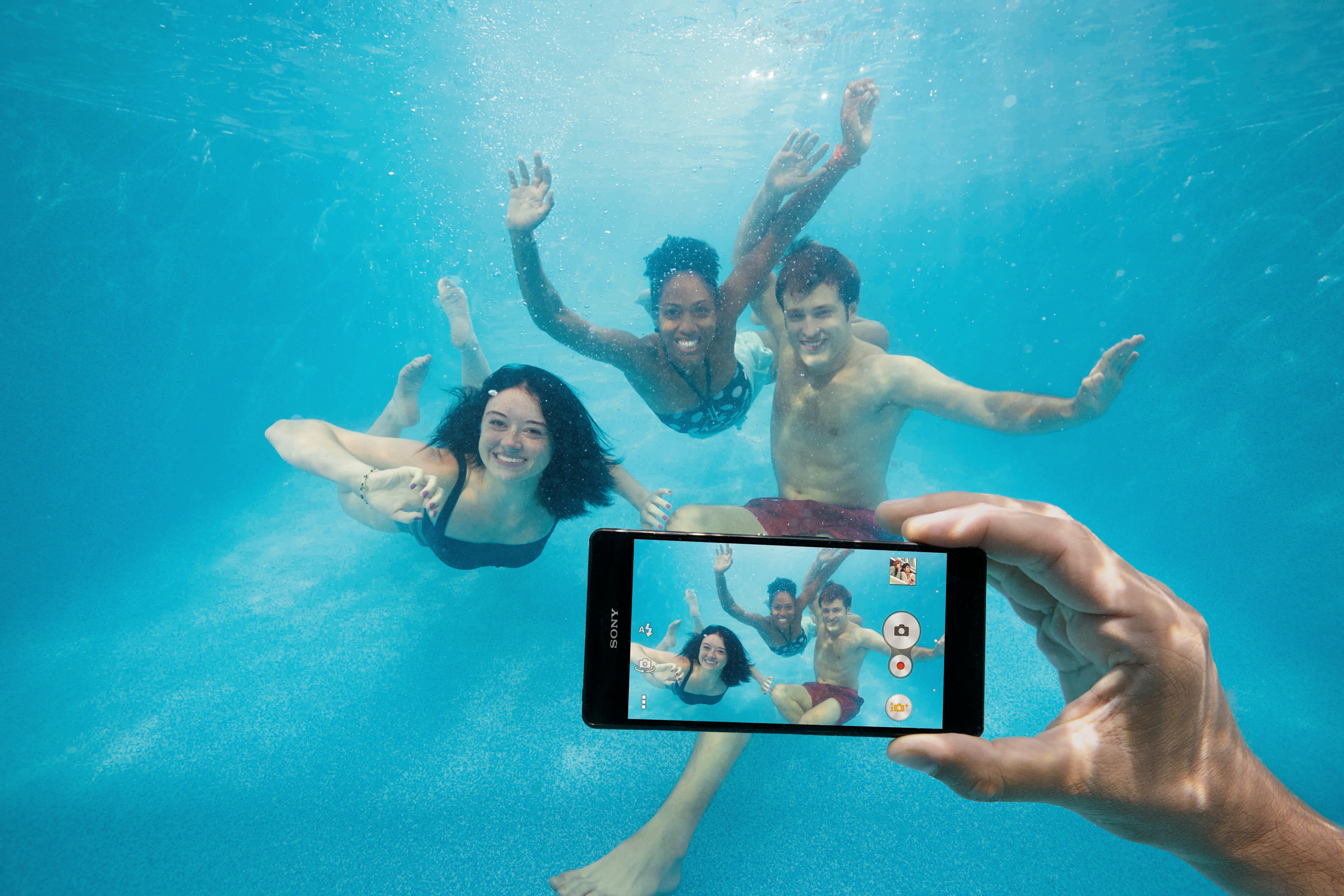 смартфон который фотографирует под водой нем