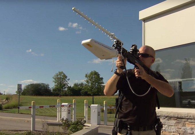 DroneDefender - винтовка против беспилотных правонарушителей (видео)