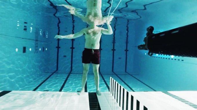 Норвежский физик выстрелил в себя ради эксперимента (2 видео)