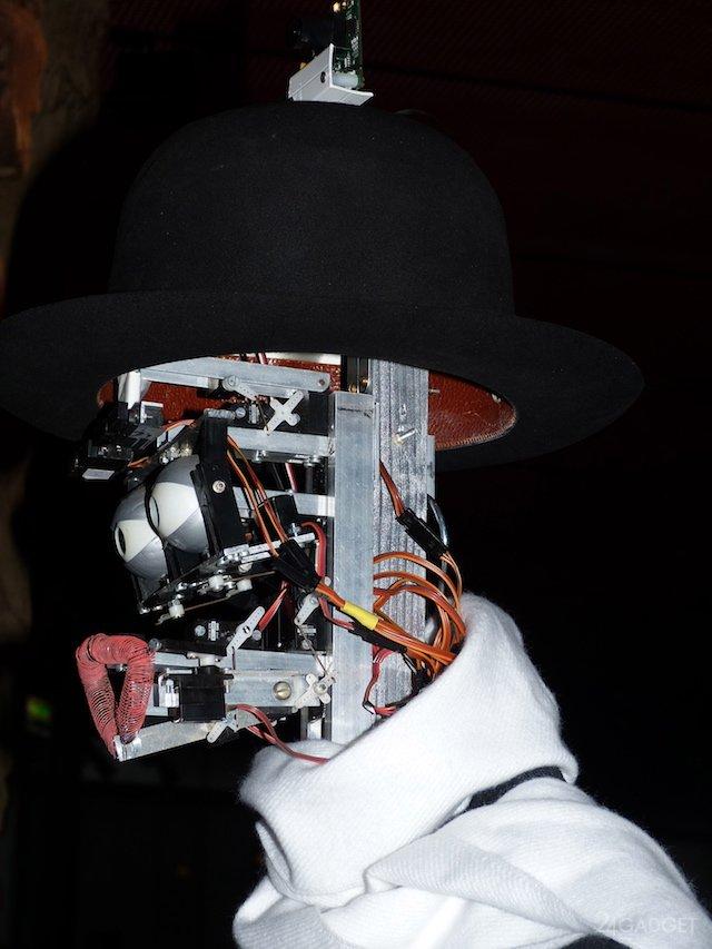 Робот-искусствовед из парижского музея (11 фото + видео)