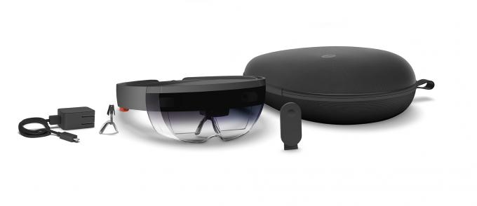 Очки дополненной реальности HoloLens появятся в марте (9 фото + 3 видео)