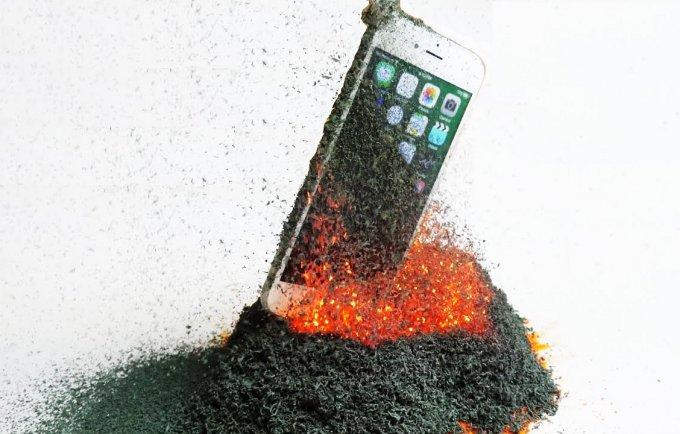 iPhone 6s против самодельного вулкана (видео)