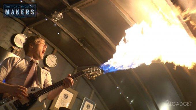 Гитара-огнемёт и дым-гитара от Колина Фёрза (3 видео)