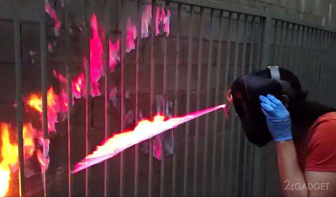 Американец создал шлем, стреляющий струями огня (видео)