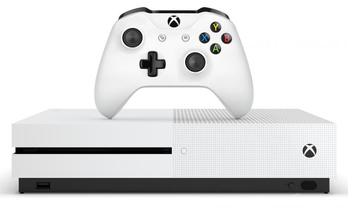 Microsoft объявила дату выхода Xbox One S (видео)