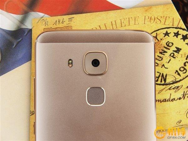 Цельнометаллический смартфон с камерой Sony и 4 ГБ ОЗУ (9 фото)