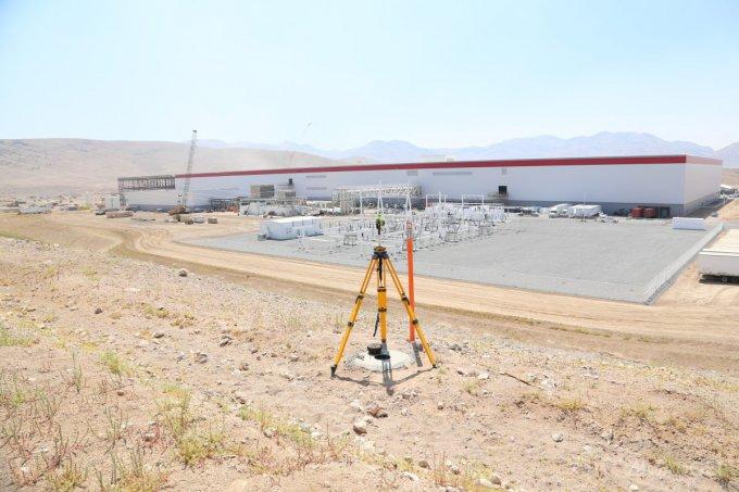 Элон Маск показал новую Tesla Gigafactory и Model 3 (43 фото)
