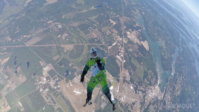 Экстремал прыгнул без парашюта с высоты 7.6 км (9 фото + видео)