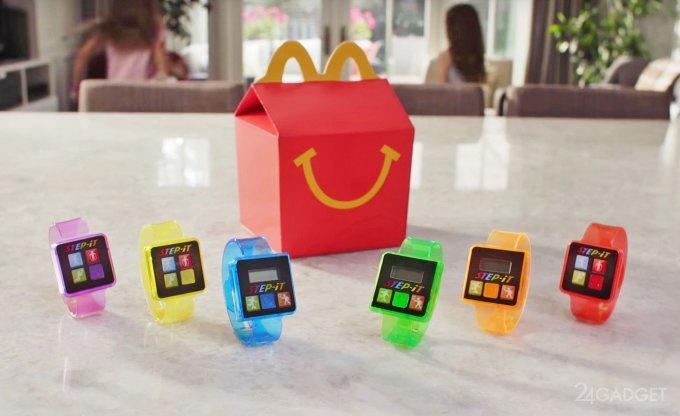 McDonald's раздает детям фитнес-трекеры (видео)