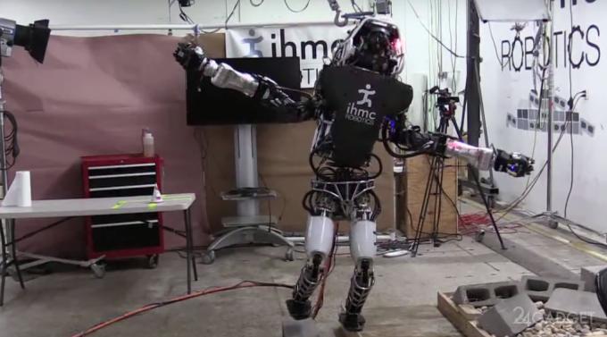 Робота научили балансировать на одной ноге (видео)