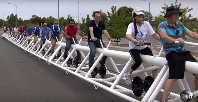 Самый длинный велосипед в мире (видео)