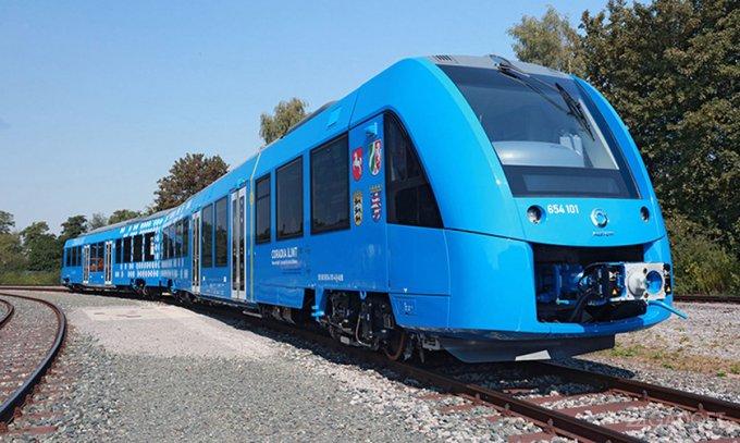 Первый пассажирский поезд на водороде (видео)