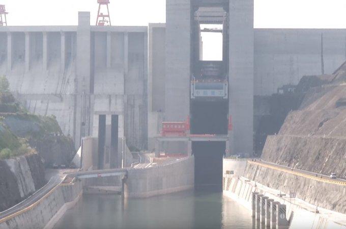 В Китае заработал самый большой в мире лифт (11 фото + 2 видео)