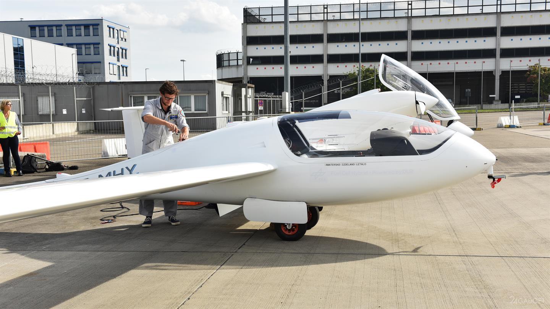 Самолет на водородных топливных элементах совершил первый полет (6 фото + видео)