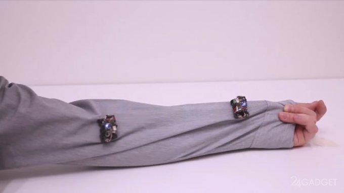 Бродящие по одежде роботы-брошки Rovables (3 фото + видео)