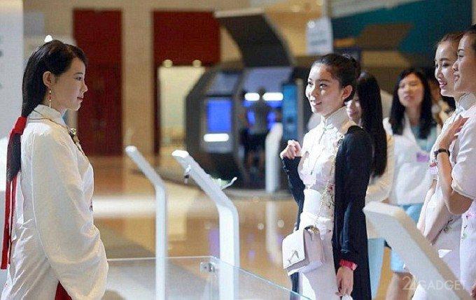 В Пекине показали новых человекоподобных роботов (видео)