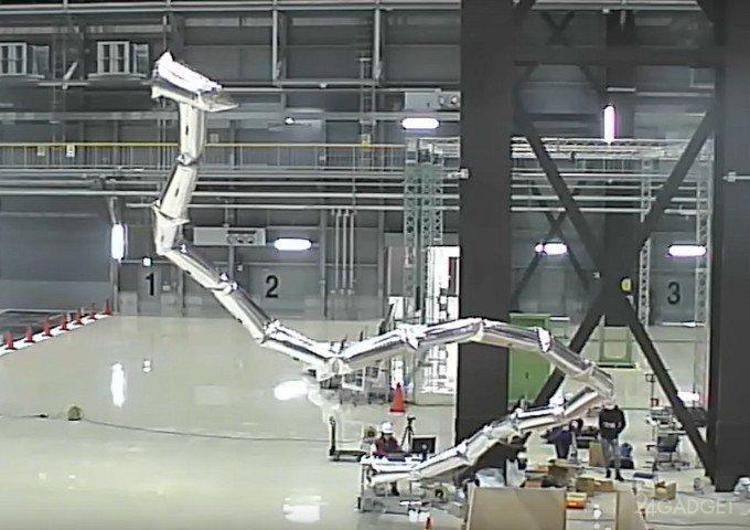 Надувной и управляемый робот-анаконда (видео)