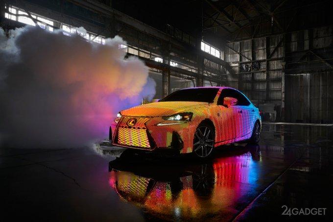 Lexus IS превратили в светомузыку с 42 тысячами светодиодов (2 видео)