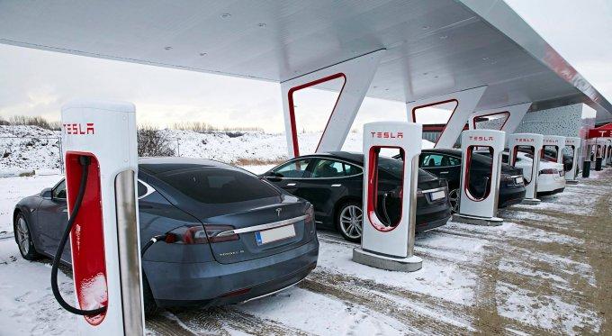 Tesla вводит штрафы для владельцев электромобилей (4 фото)