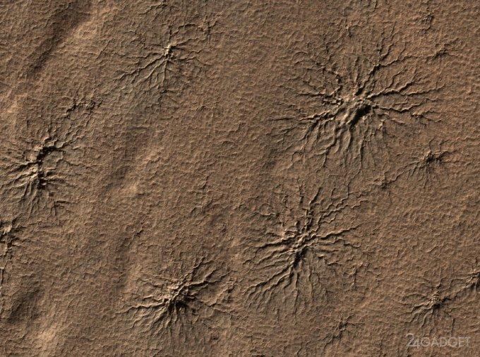 """Ученые раскрыли секрет появления """"пауков"""" на Марсе (5 фото)"""