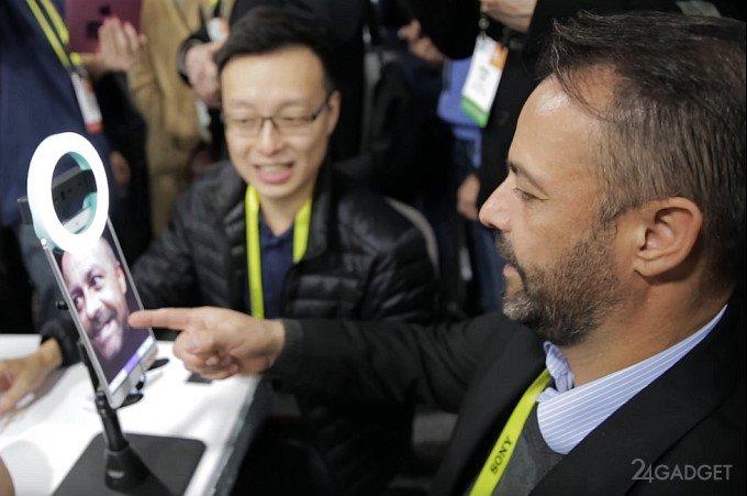 Насадка на смартфон создает реалистичные 3D-селфи (3 видео)
